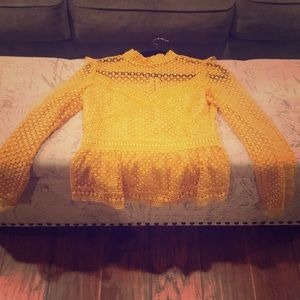 Tops - A beautiful lace yellow top in excellent condition
